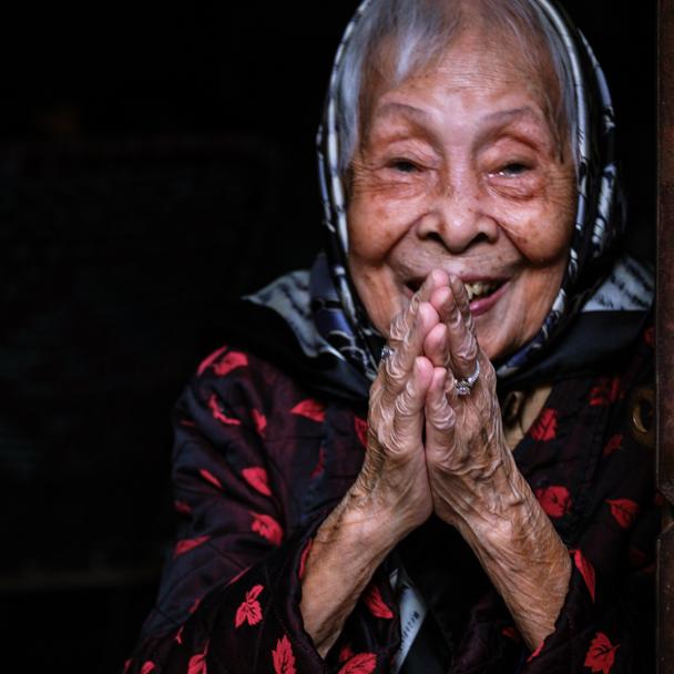 Vietnamese Woman, Hanoi, Vietnam | Barbara Cameron Pix | Food & Travel Photographer