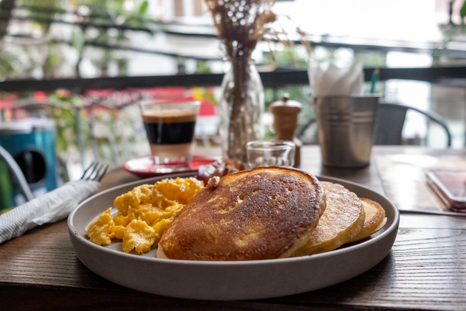 Traditional pancake breakfast in Hanoi | Barbara Cameron Pix | Food & Travel Photographer