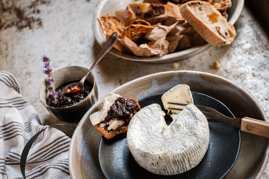 food photography - plate of brie cheese with fresh jam, crackers and bread